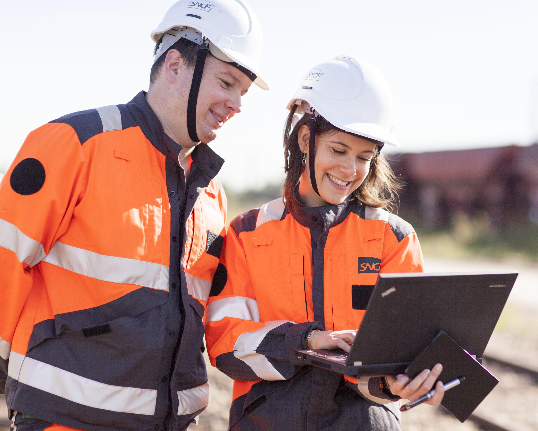 SNCF accompagne ses collaborateurs dans le développement de leurs compétences et leur évolution professionnelle. 70% des salariés bénéficient en moyenne de 40 heures de formation chaque année.